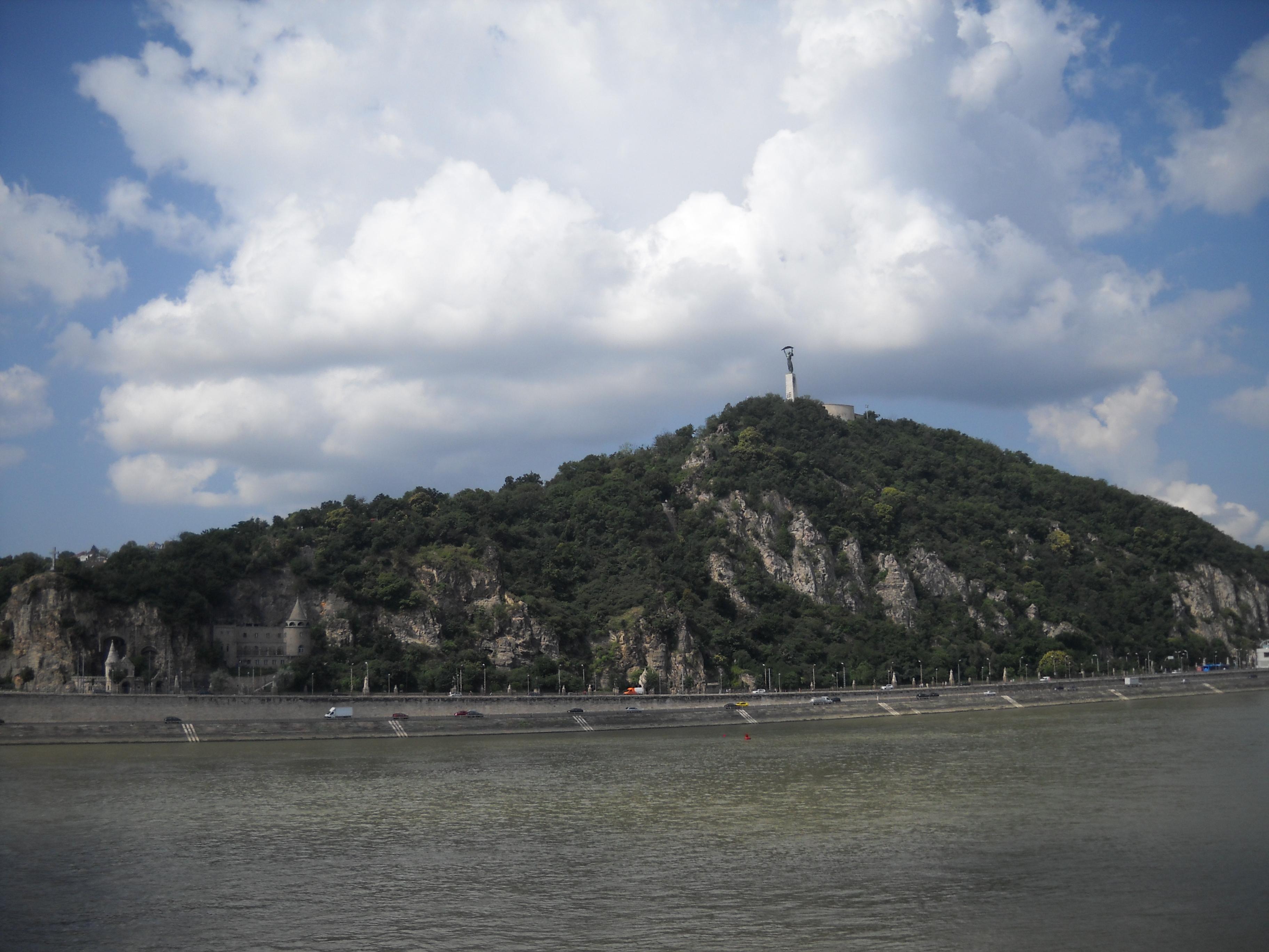 Ungarijas brīvības statuja